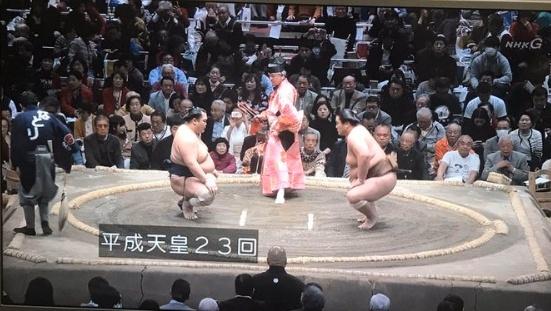 平成天皇発言で炎上のNHKアナウンサーは誰?相撲中継で藤井康生アナ失言!