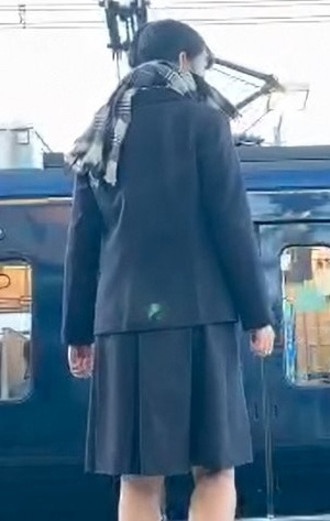 瀬谷駅飛び込みの女子高生は誰で名前や身元や顔画像は?
