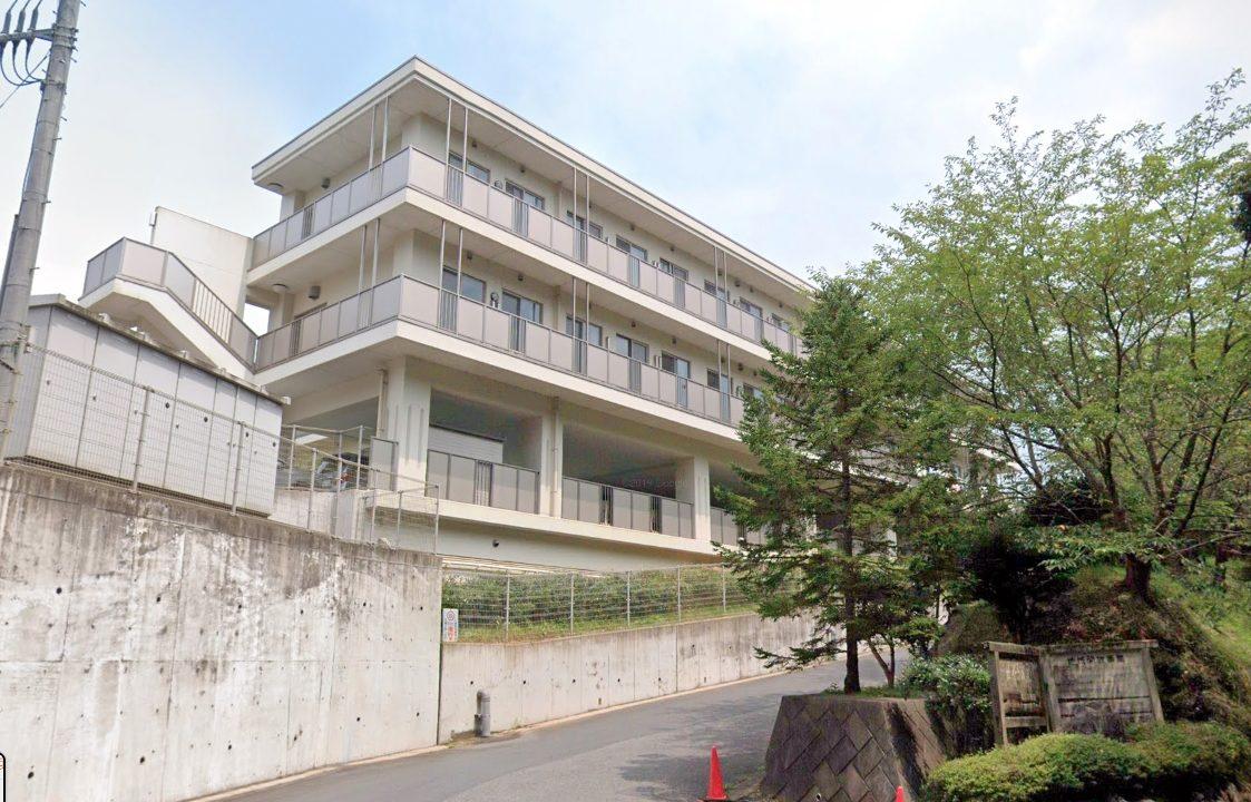 千葉県東庄町の障害者福祉施設「北総育成園」で、入所者と職員合わせて58人が新型コロナウイルスに感染したことが報じれらました。 一つの施設から一気に58人という、コロナウイルスへの感染に不安が広がります。 なぜこれだけの感染拡大が起こってしまったのでしょうか。 今回の記事では、「北総育成園」の場所(住所)や感染が確認された方はどこの病院に入院するのかなど調査しました。